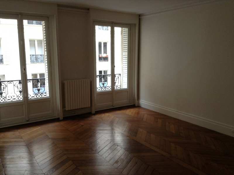 Location appartement Paris 8ème 3 900€ CC - Photo 4