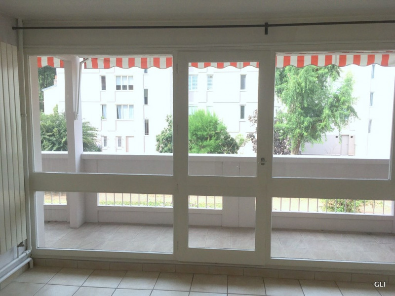 Rental apartment Caluire 720€ CC - Picture 1
