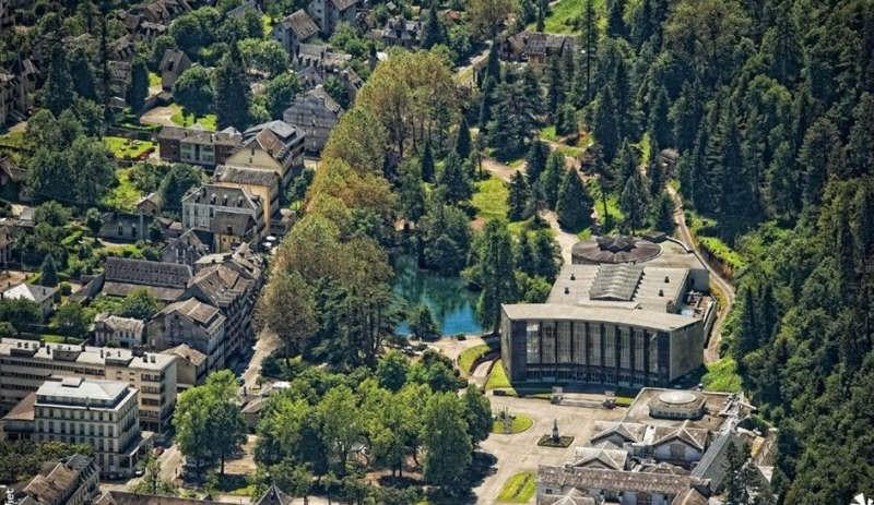 Vente immeuble Bagneres de luchon 392000€ - Photo 1