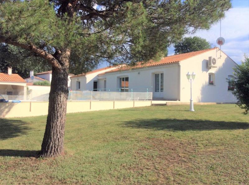Deluxe sale house / villa Breuillet 593250€ - Picture 2