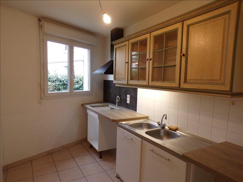 Location appartement Guyancourt 881€ CC - Photo 4