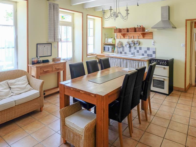 Sale house / villa Saint-jean-d'angély 82500€ - Picture 2