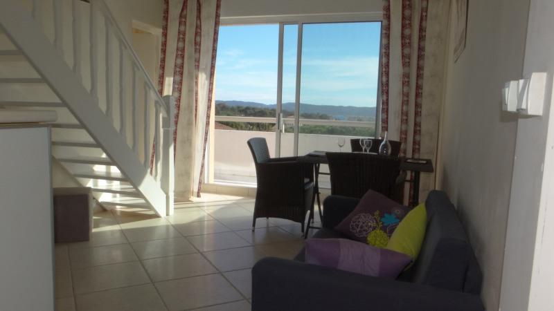 Location vacances appartement Cavalaire 750€ - Photo 2