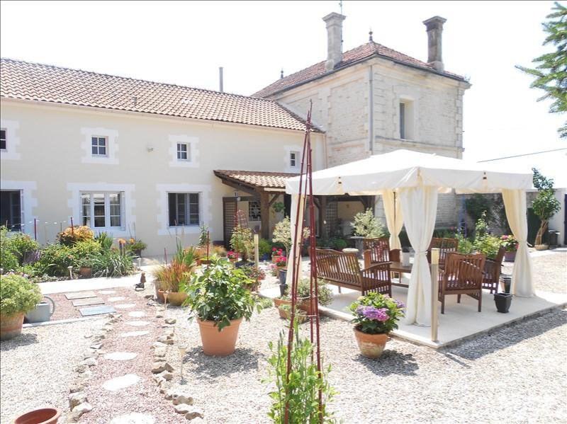Sale house / villa Aigre 348000€ - Picture 1