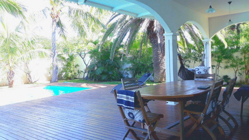 Deluxe sale house / villa L etang sale 748 800€ - Picture 1