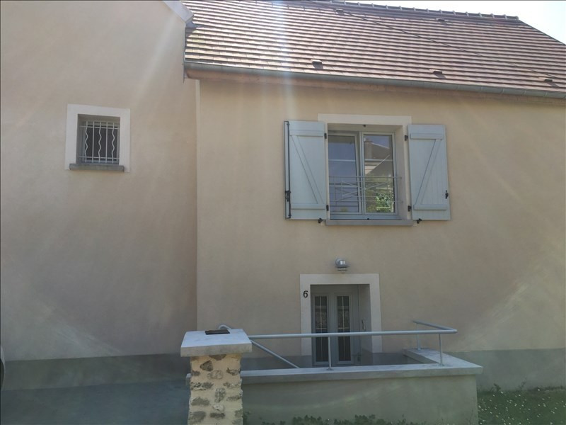 Location appartement Etrepilly 895€ CC - Photo 1