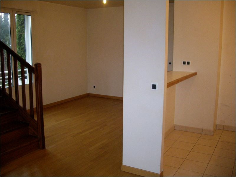 Rental apartment Crosne 930€ CC - Picture 1