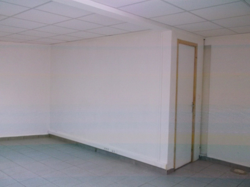 Location local commercial Les abymes 750€ CC - Photo 4