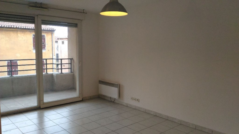 Location appartement Saint laurent du var 860€ CC - Photo 2