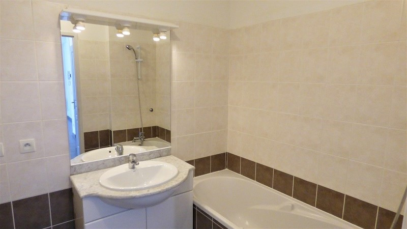 Location appartement St genis pouilly 923€ CC - Photo 6