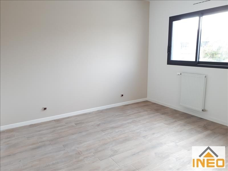 Location maison / villa Melesse 1 010€ CC - Photo 6