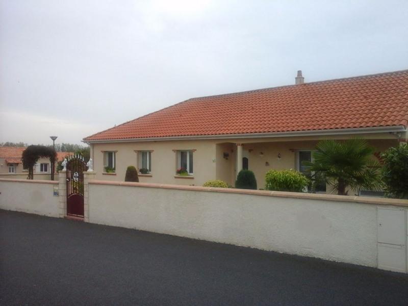 Sale house / villa Les cerqueux 230000€ - Picture 1