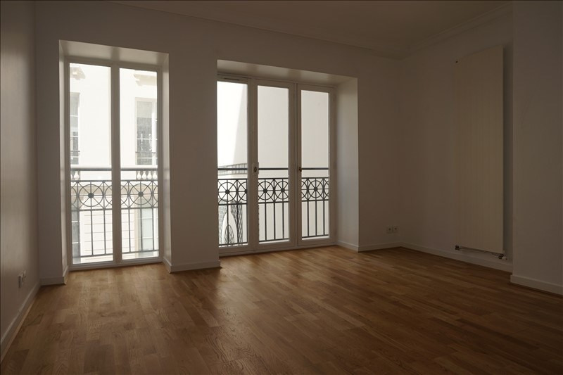 Location appartement Paris 9ème 3 280€ CC - Photo 4