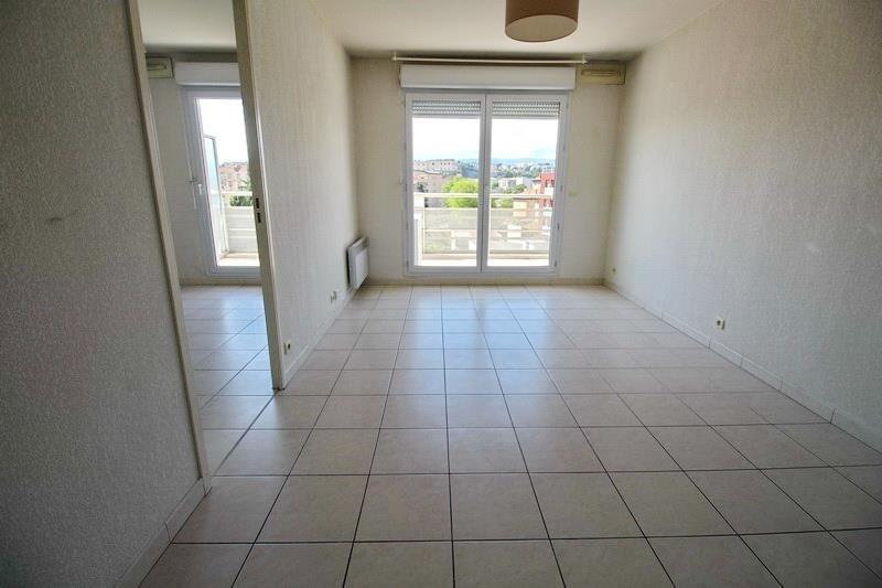 Location appartement - 785€ CC - Photo 2