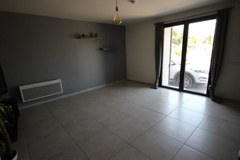 Location appartement Lambesc 563€ CC - Photo 2