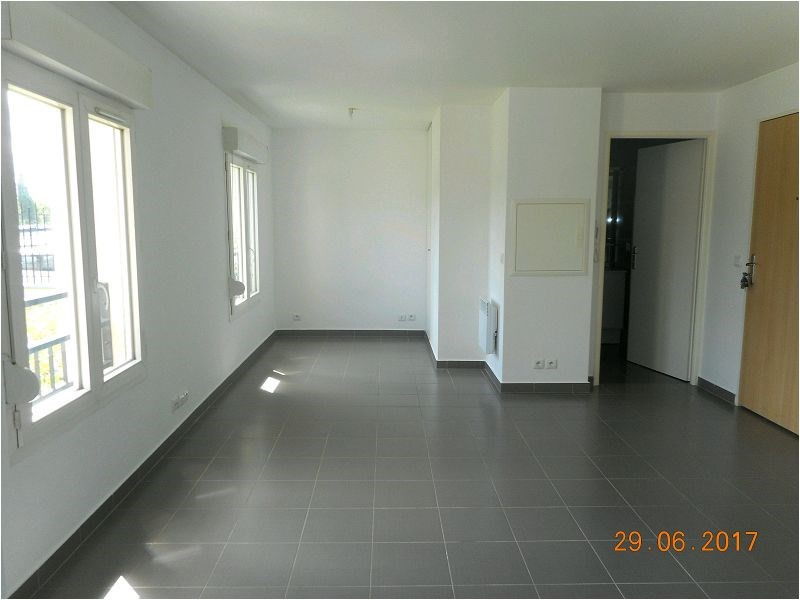 Rental apartment Viry chatillon 644€ CC - Picture 2