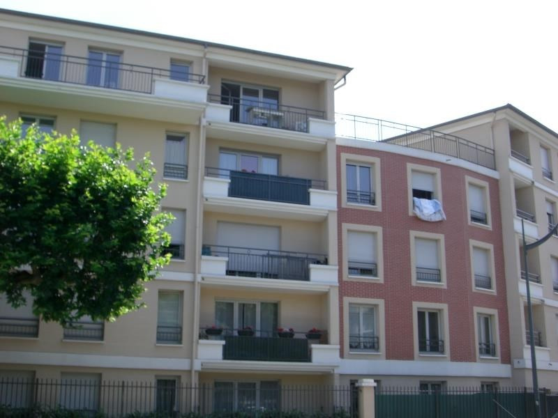 Rental apartment Les pavillons sous bois 880€ CC - Picture 1