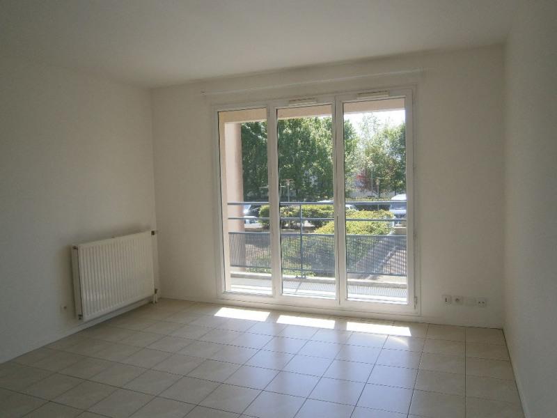 Location appartement Guyancourt 991€ CC - Photo 2