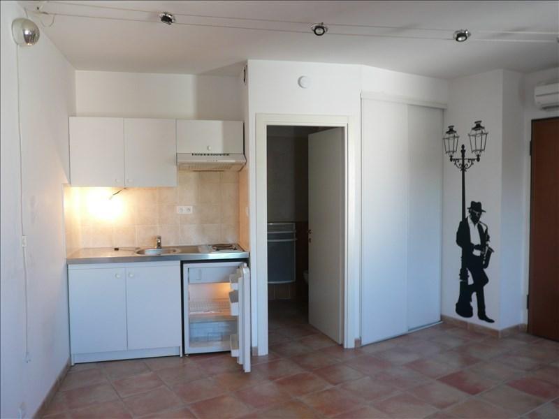 Location appartement Six fours les plages 459€ CC - Photo 1