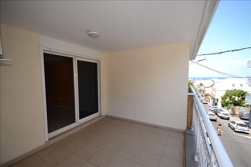 Rental apartment St pierre 896€ CC - Picture 5