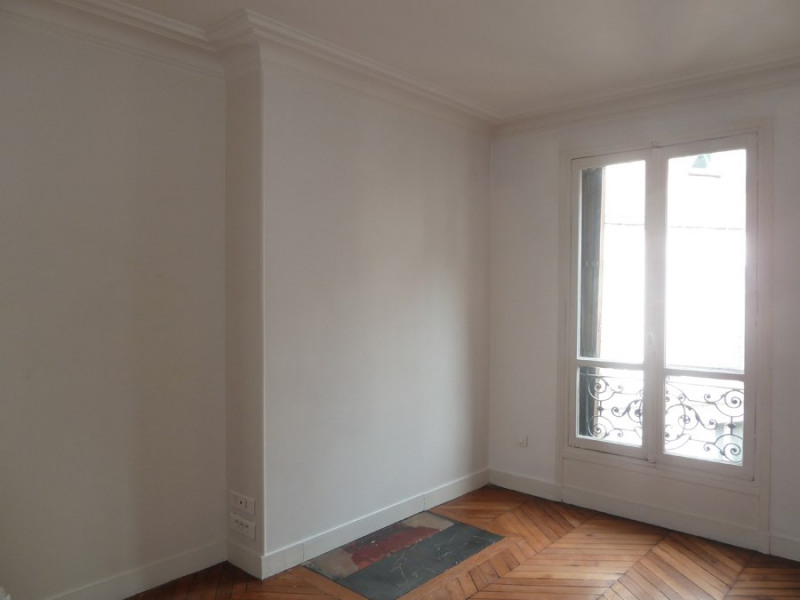 Rental apartment Paris 10ème 2 100€ CC - Picture 4