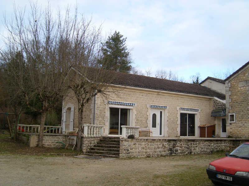 Sale house / villa 10 min est angouleme 310300€ - Picture 1