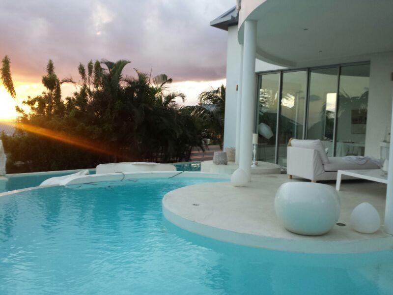 Deluxe sale house / villa St gilles les bains 898000€ - Picture 1