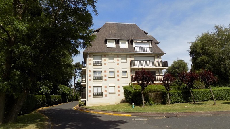 Sale apartment Deauville 131 000€ - Picture 1
