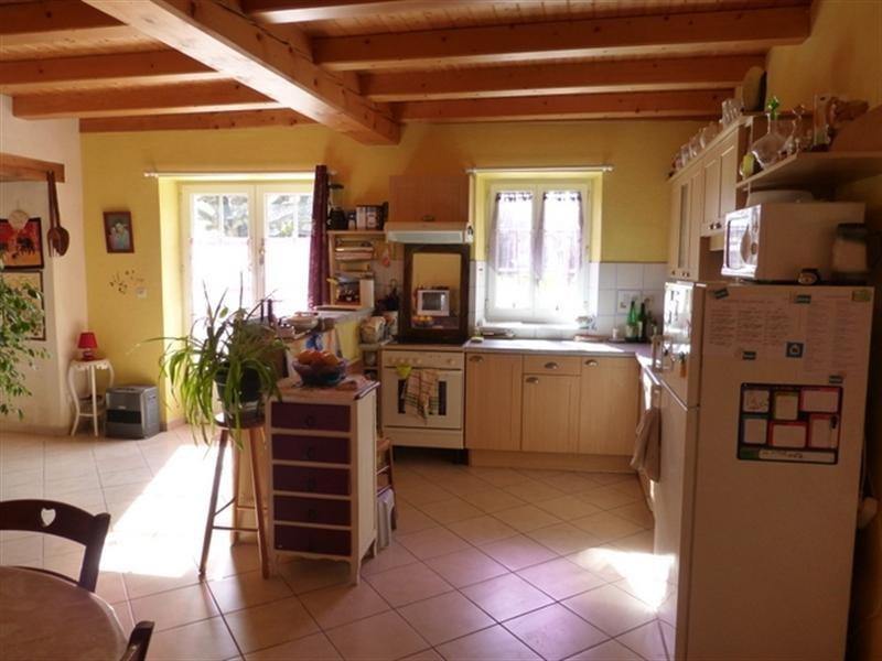 Sale house / villa Saint-jean-d'angély 218200€ - Picture 2