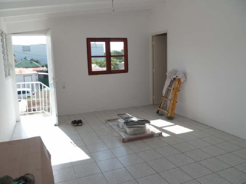 Rental apartment Ste anne 570€ CC - Picture 1
