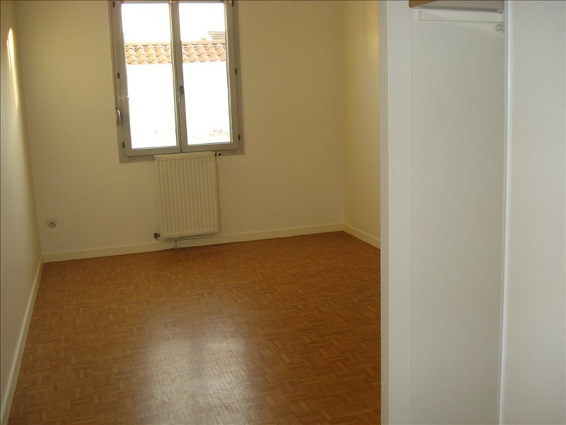Rental apartment Ste colombe 710€ CC - Picture 4