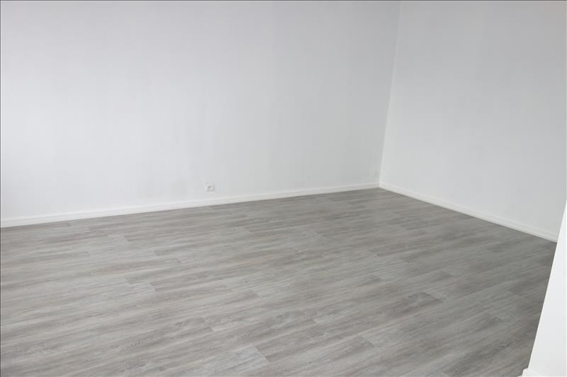 Location appartement Roanne 376€ CC - Photo 2