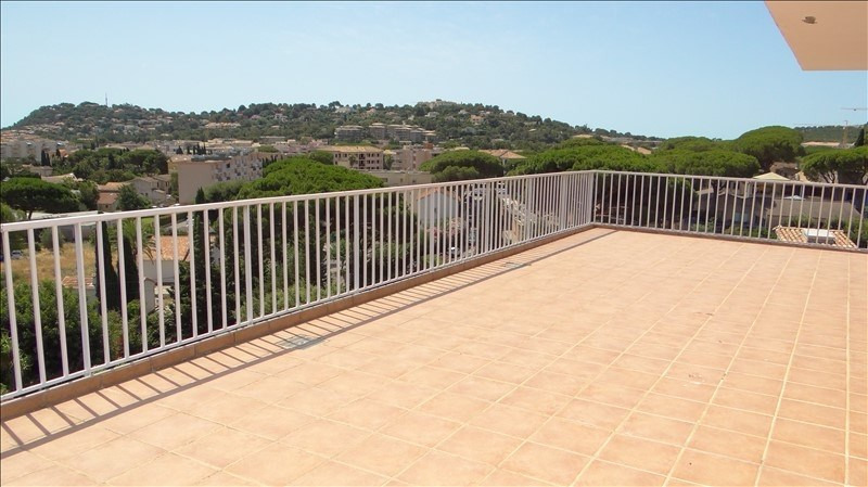 Deluxe sale apartment Cavalaire 580000€ - Picture 2