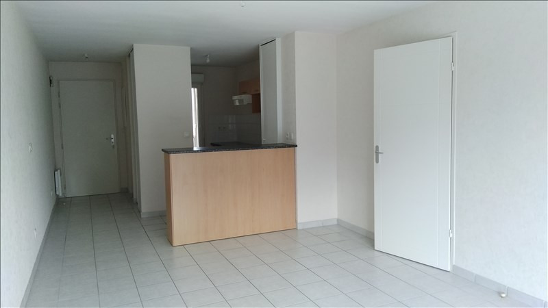 Rental apartment Vendome 574€ CC - Picture 1