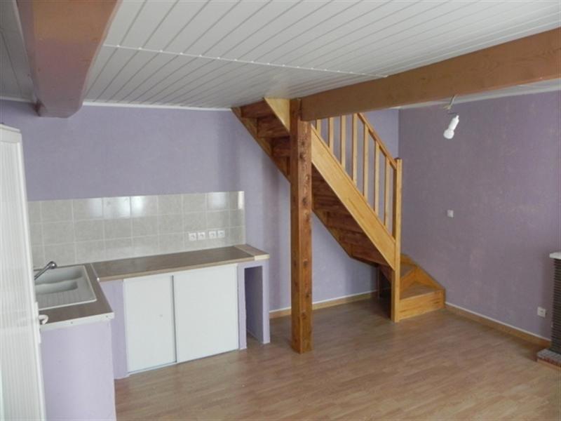 Rental apartment Saint-jean-d'angély 420€ CC - Picture 2