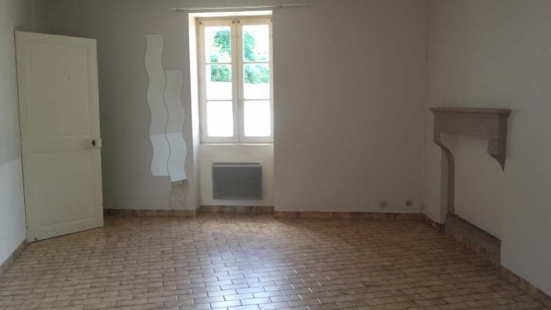 Location appartement Liguge 373€ CC - Photo 1
