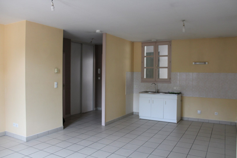 Location appartement Saint chef 430€ CC - Photo 3