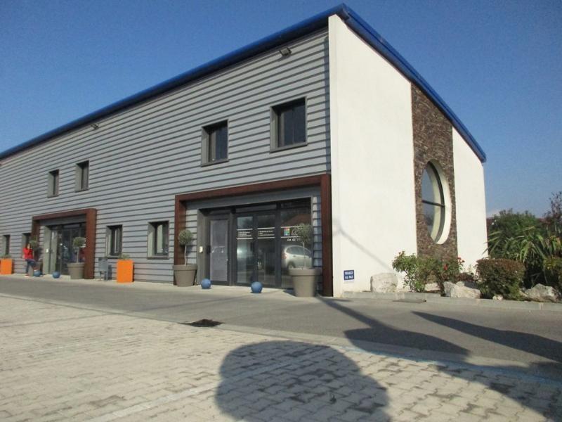 Location bureau Marignane 811€ CC - Photo 1