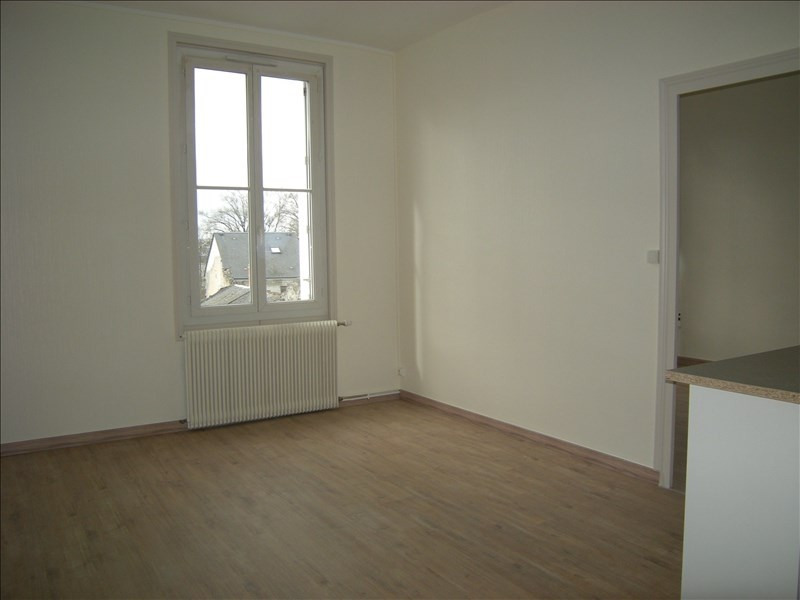 Location appartement Chatellerault 347€ CC - Photo 1