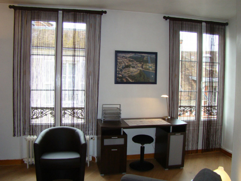 Location appartement Fontainebleau 780€ CC - Photo 3