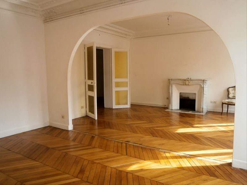 Location appartement Paris 18ème 2334€ CC - Photo 5