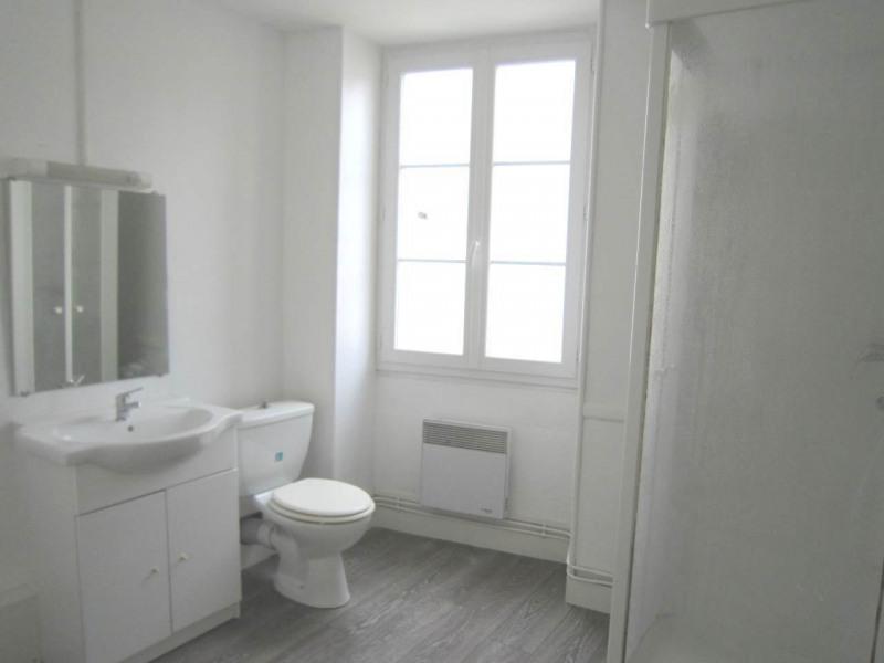 Rental house / villa Burie 557€ CC - Picture 9