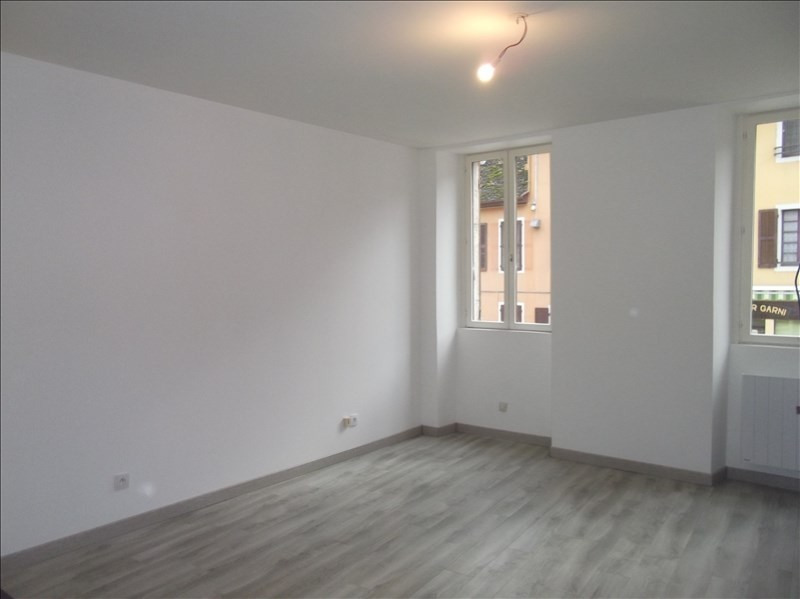 Location appartement Yenne centre 350€ CC - Photo 2
