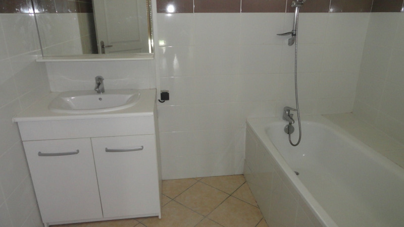 Location appartement Le gosier 725€ CC - Photo 2
