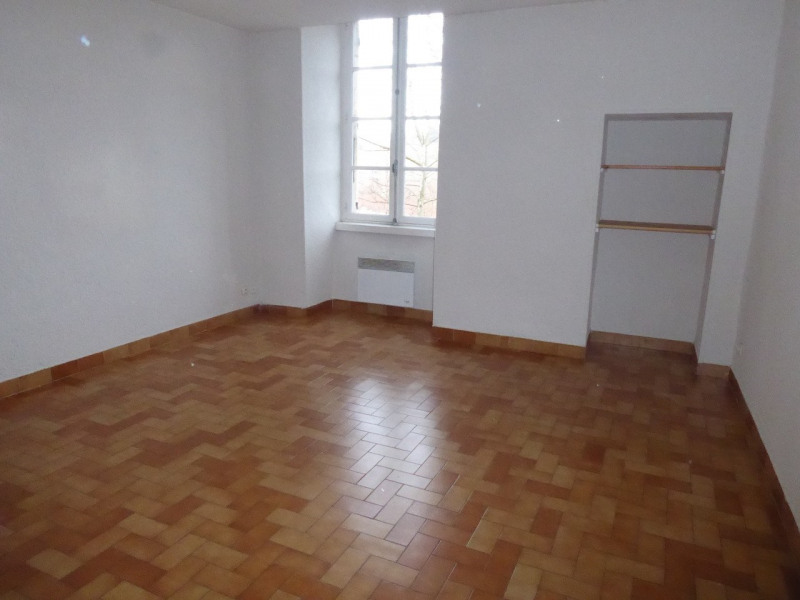 Location appartement Aubenas 302€ CC - Photo 1