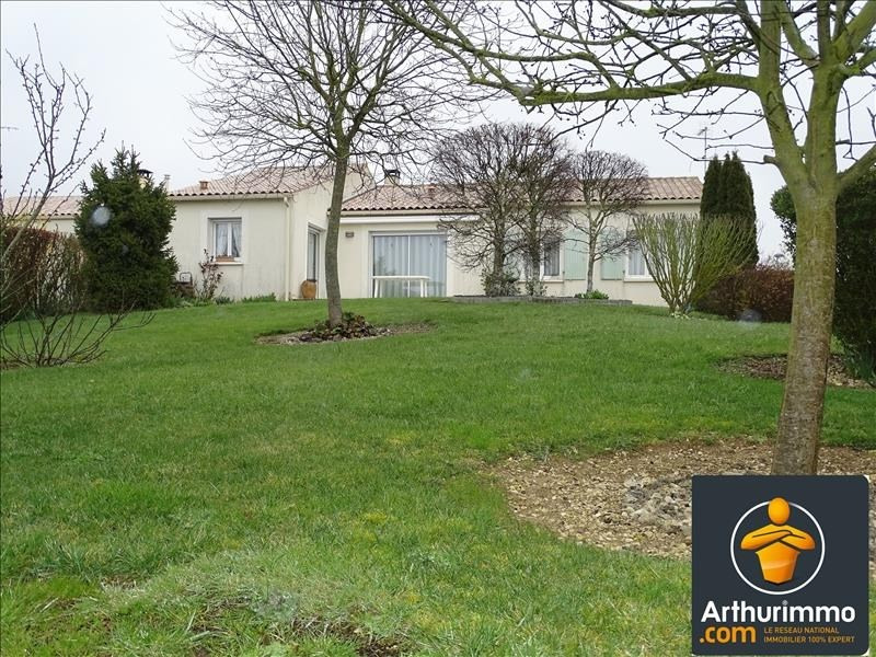 Sale house / villa St jean d angely 184000€ - Picture 1