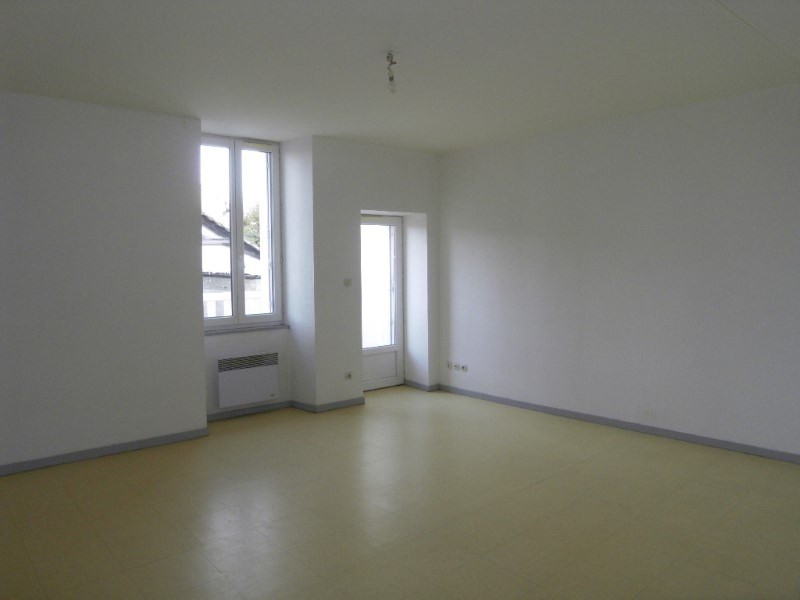 Rental apartment Archiac 500€ CC - Picture 1