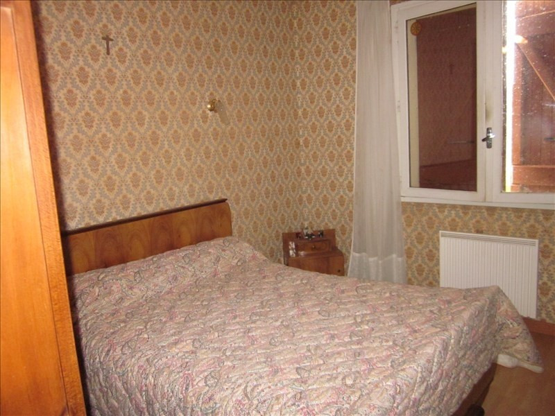 Sale house / villa L isle jourdain 242000€ - Picture 4
