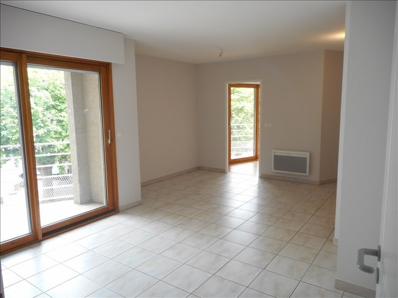Rental apartment Voiron 682€ CC - Picture 1