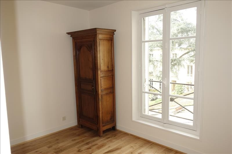 Rental apartment Versailles 2 210€ CC - Picture 6